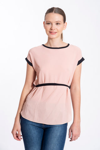 Akè top with black tie and detail lines