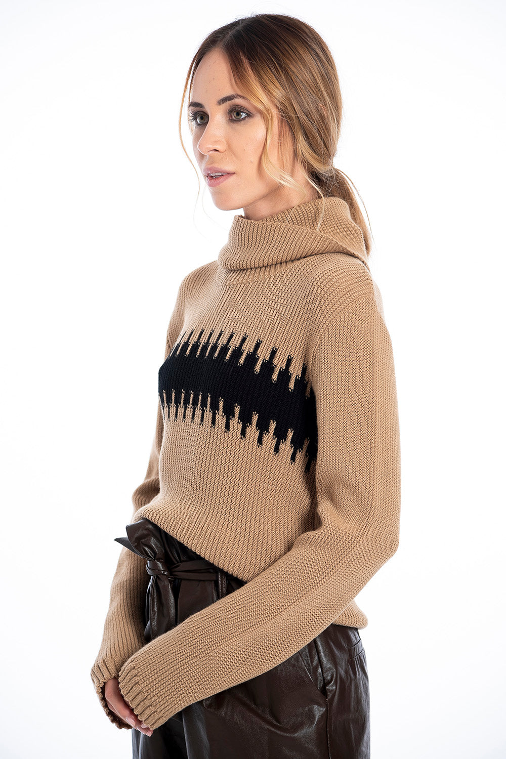 Infinity Knitwear turtle neck jumper with fairsile design