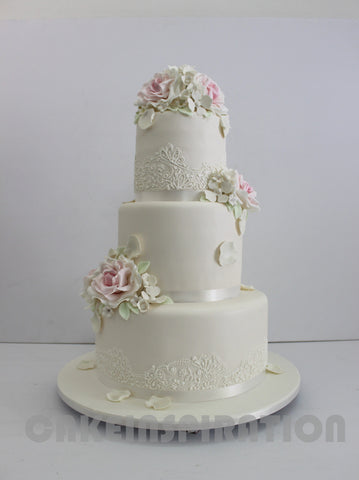 WEDDING COLLECTION / VINTAGE 3 TIERS WHITE WEDDING CAKE / WITH VEIL AND ROYAL ICING DESIGN
