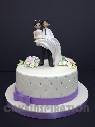 CUSTOMIZED WEDDING COLLECTION White Elegant Wedding Cake With couple customized
