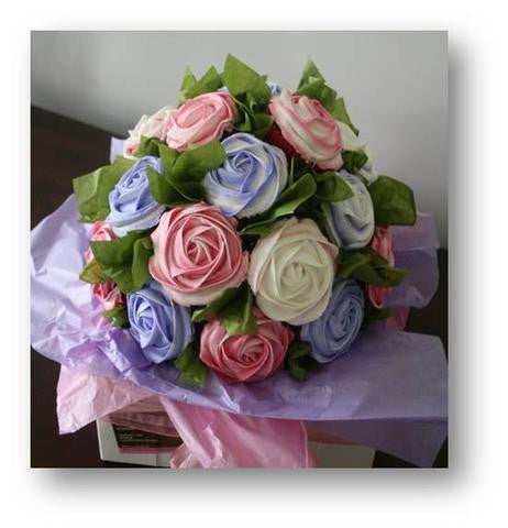 FLOWER BOUQUET CUSTOMIZED CUPCAKE VASE/ DESSERT COLLECTION/ / cake for mum/ 2 tone cupcakes series