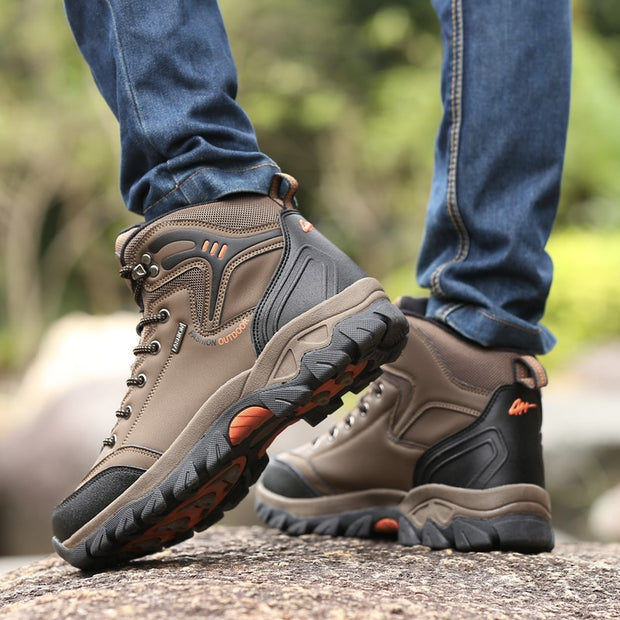 Man's outdoor athletic stable anti-skid hiking high top boots