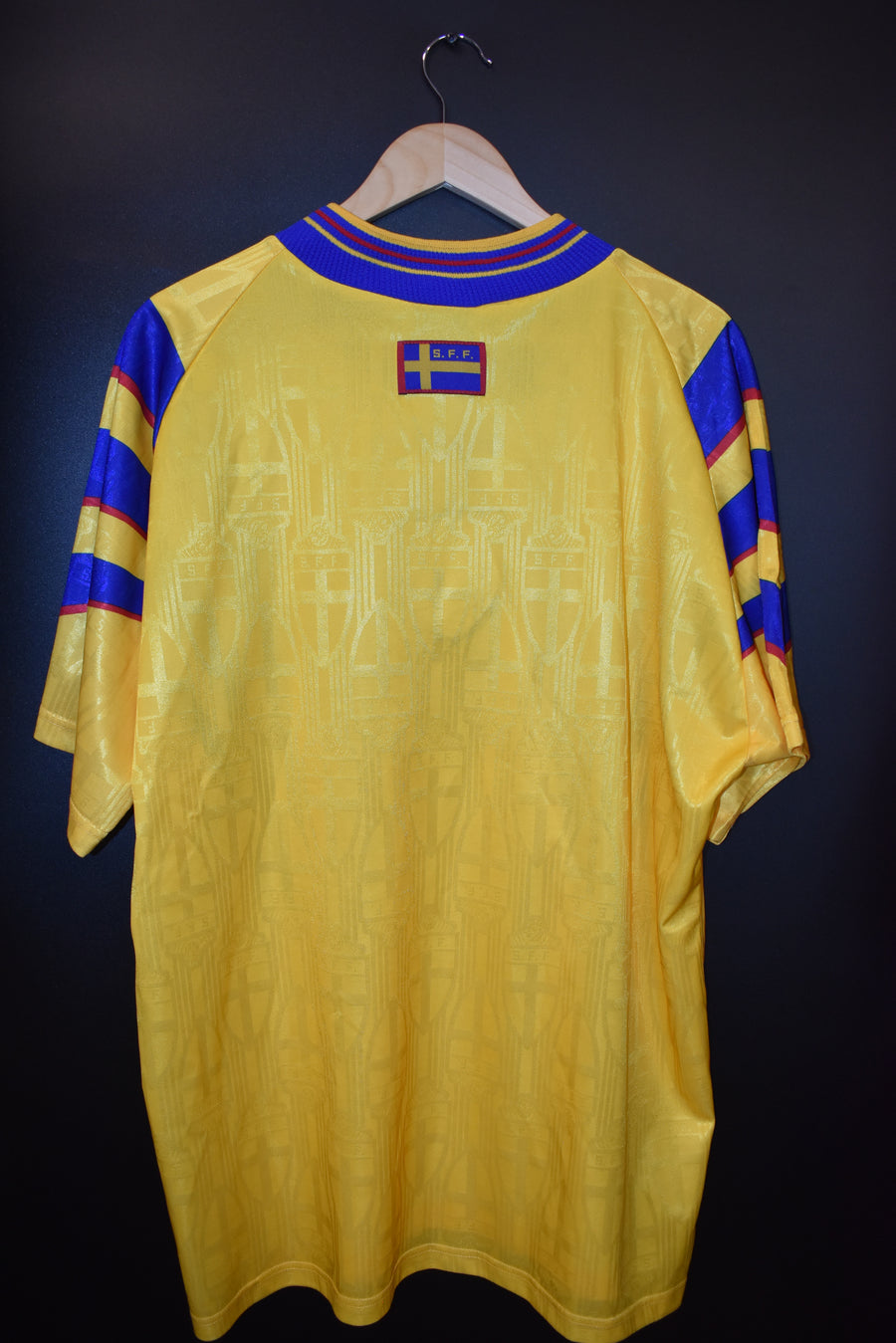 SWEDEN 1996-1998  OFFICIAL JERSEY Size XL (VERY GOOD)