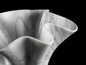 Sculptural vase Pieruga PV05 in Arabescato marble