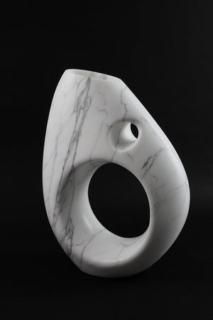 Sculptural vase Pieruga PV03 in Statuary marble