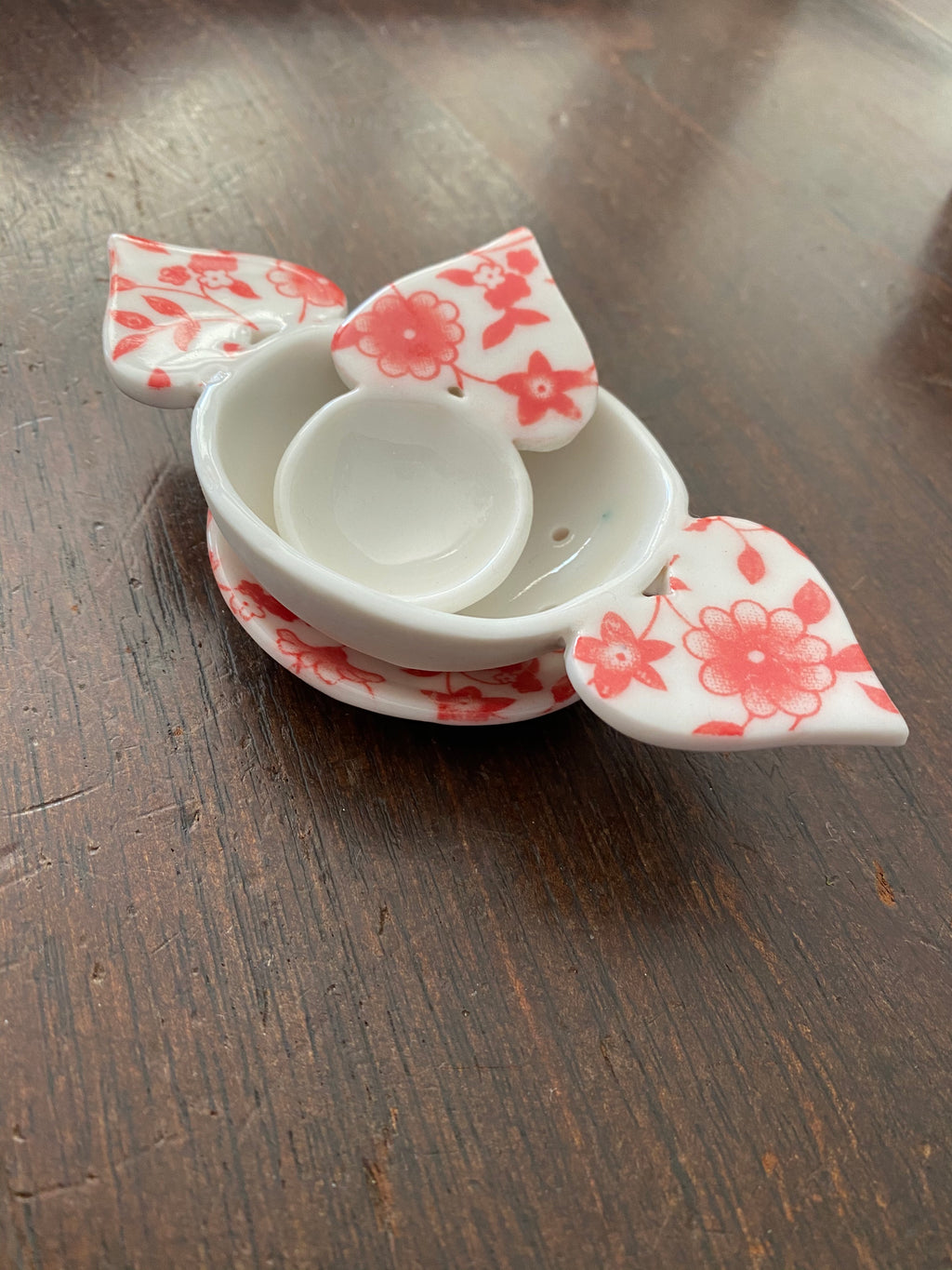 Tea Strainer 3 piece ceramic set - red floral