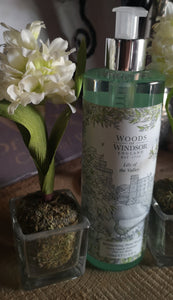 "Woods of Windsor Flüssigseife "" Lily of the Valley "", Seifenspender 350 ml - British Moments"