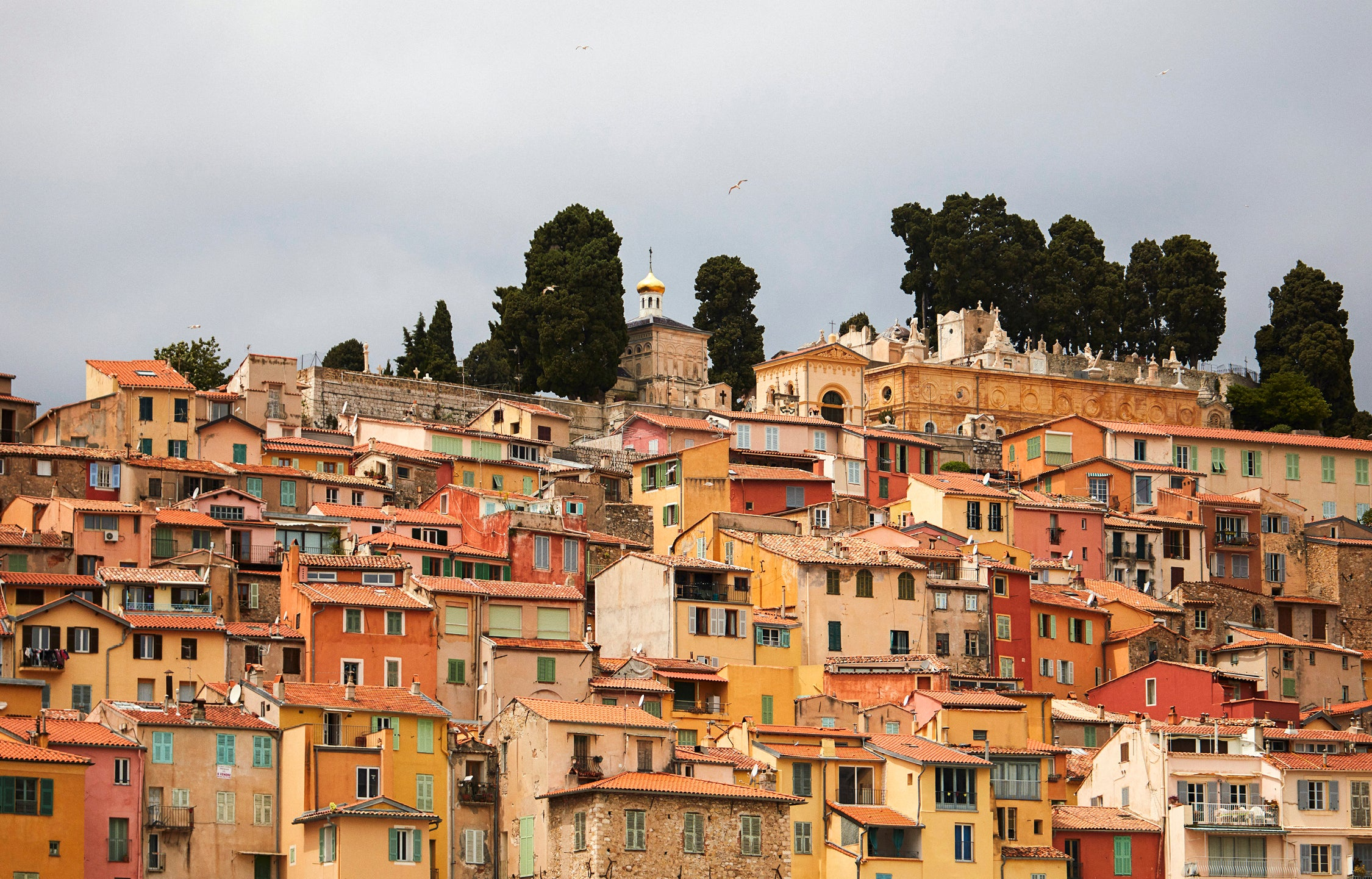 Menton's Dusty Color Palette and Materials