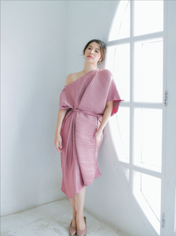 Pleats Dress in Dusty Pink (Pre- Order 20 Working Days)