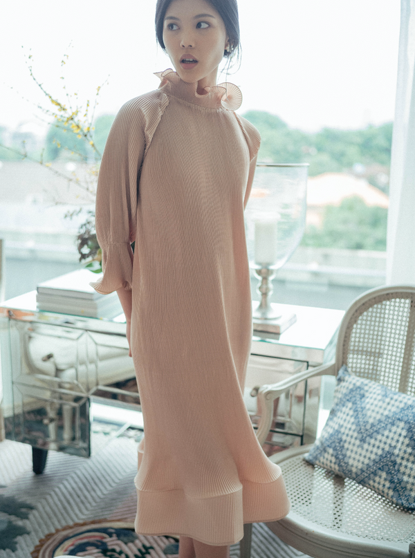 Moudy Dress in Beige 7/8 (Will be delivered on Monday, 9 March 2020)