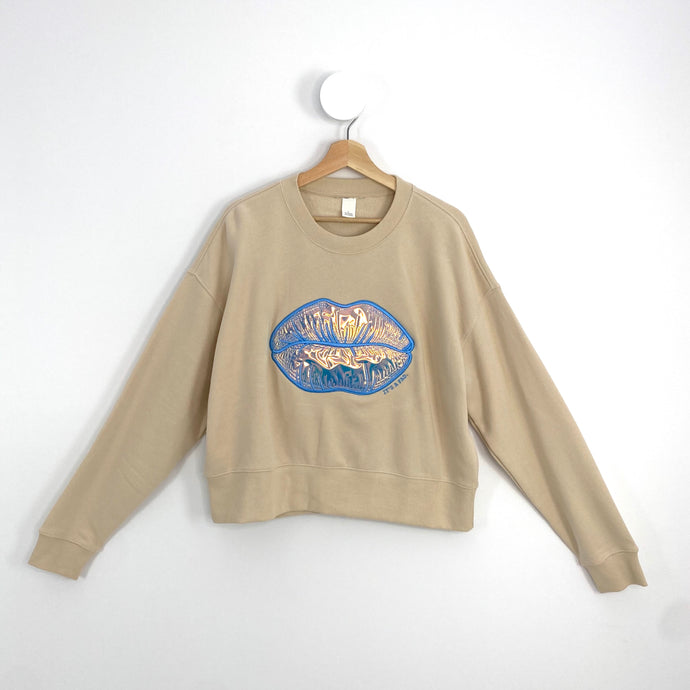 BEIGE BLUE LIPS JUMPER Large