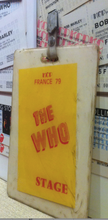 Charger l'image dans la galerie, ALBERT KOSKI / INCLUSION RESINE EPOXY // THE WHO // BADGE STAGE