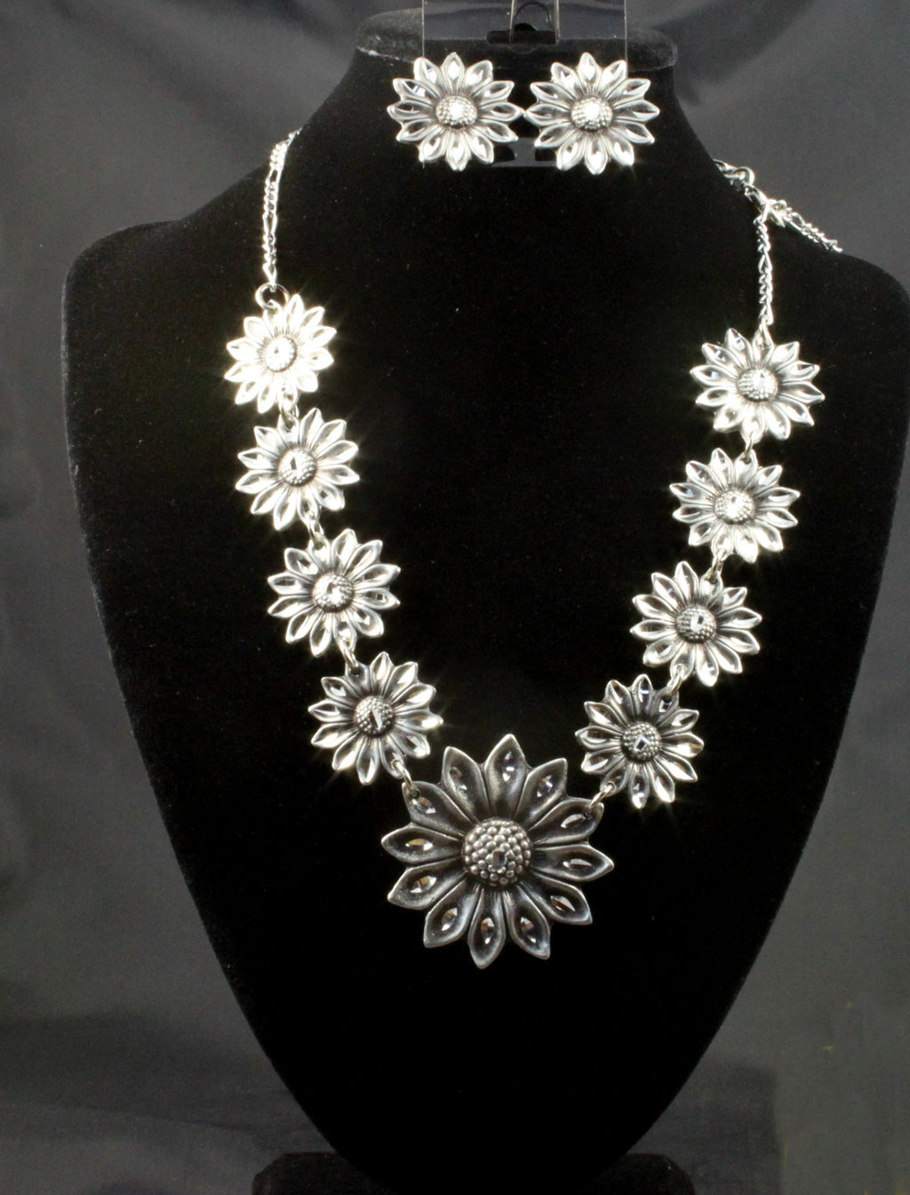 Daisy Necklace & Earrings