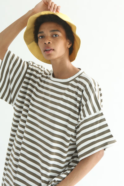 Clyde Classic Bucket Hat in 2 Tone in Sorbet & Sand on model view front