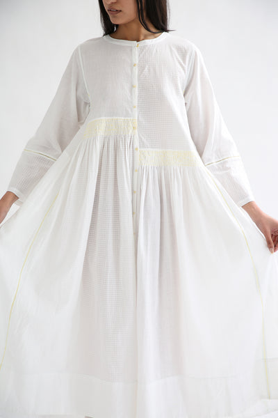 Injiri Dress - Cotton in White/Yellow front detail