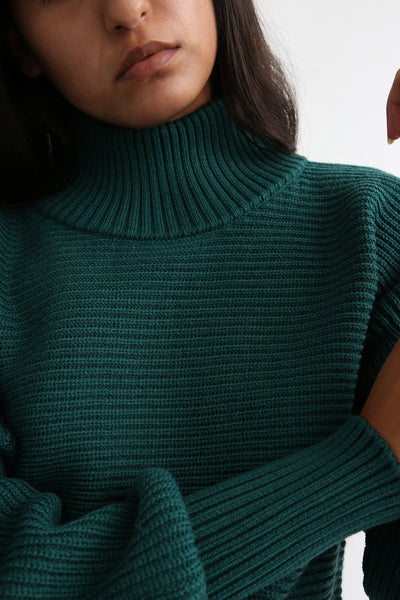 Rito Round Sleeve Sweater in Green neck detail
