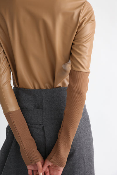 Rito Light Flannel Skirt in Grey back waist detail