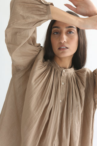 Ichi Top - Cotton/Linen in Beige pleating detail