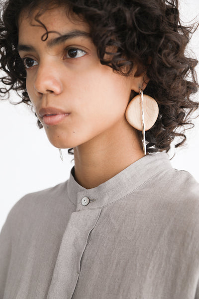 Paso Objet Wood Earrings we02 in Silver and Maple on model view