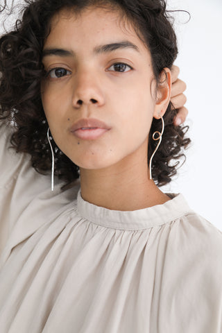 Paso Earrings e09 in Silver on model view