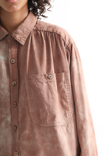Dr. Collectors Picasso Shirt in Cloud Caramel pocket detail view