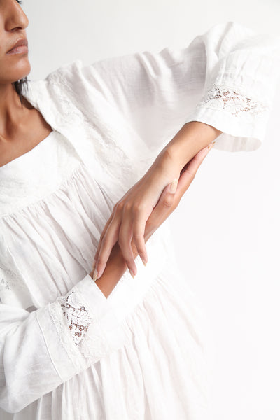 nest Robe Linen Laced Sailor Collar Dress in Off White sleeve detail view