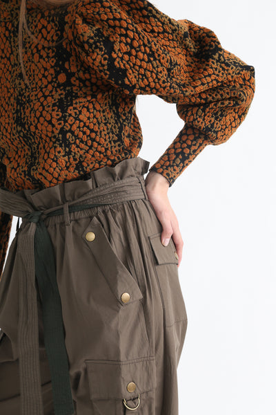 Ulla Johnson Willett Pant in Fatigue waist detail view
