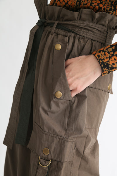 Ulla Johnson Willett Pant in Fatigue hip pocket detail view