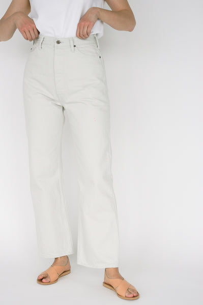 Chimala Selvedge Denim Tapered Cut in Off White on model view front