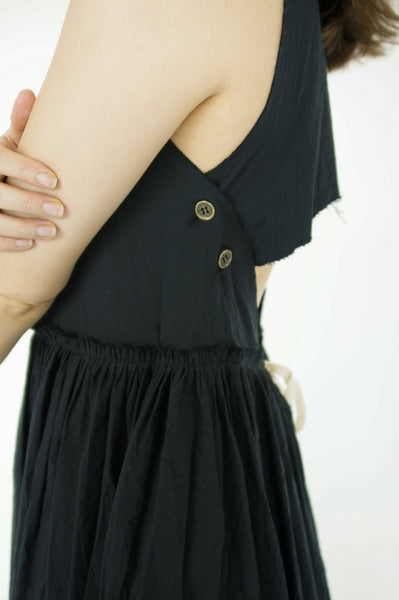 Little Creative Factory Crinkled Dress in Black side button detail