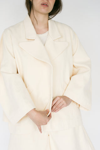 Nancy Stella Soto Rounded Sleeve Hemp Jacket with Welt Pockets in Ivory collar detail view
