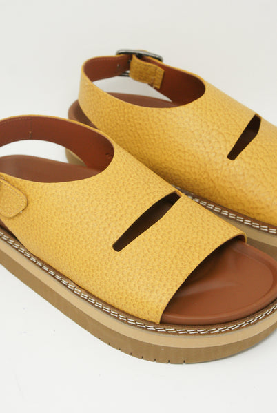 Sofie D'Hoore Fame Sandal - Natural Tumbled Grain Leather in Amber front diagonal detail