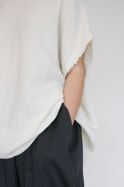 Black Crane Double Gauze Top in Cream sleeve detail view