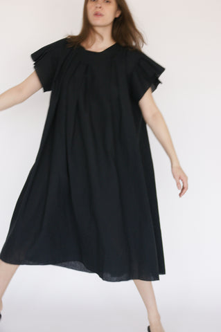 Baserange Auk Dress Linen/Cotton in Black on model view front