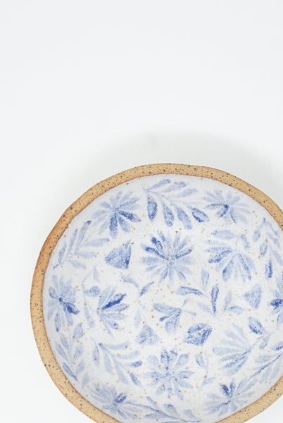Michelle Blade Shallow Soup Bowl in Speckled White & Blue