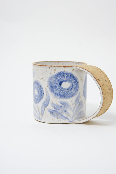Michelle Blade Tall Gardener's Mug in Speckled White & Blue raw handle side view