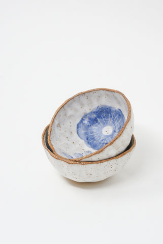 Michelle Blade Medium Pinch Pot in Speckled White & Blue group view