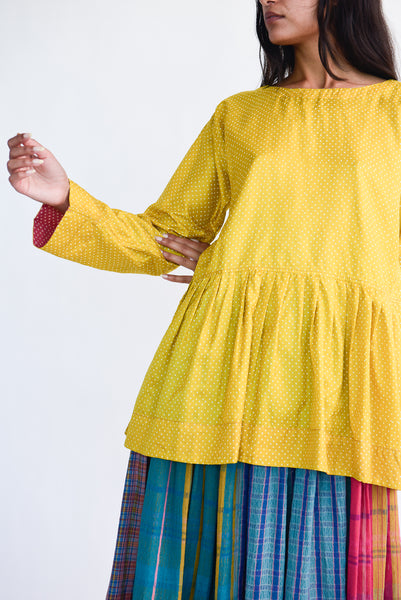 Injiri Top in Yellow Dot on model view front
