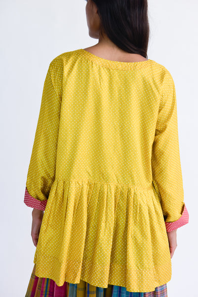 Injiri Top in Yellow Dot on model view back