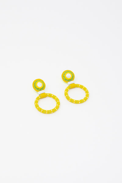 Robin Mollicone Small Beaded Hoop Earrings in Yellow / White Howlite