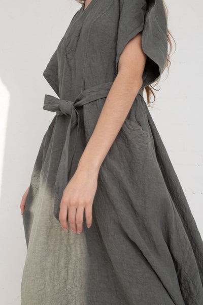 Hallelujah Acolyte Robe (Manches Courtes) in Khaki cropped side view