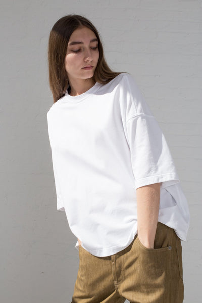 Sofie D'Hoore Temper Tee - Fine Cotton Fleece in Optical White on. model front view