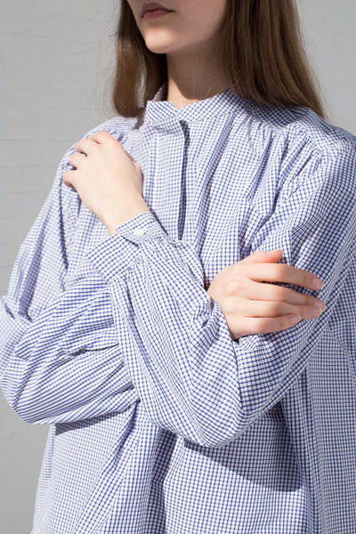 Sofie D'Hoore Badea Top - Double Twisted Cotton in Blue/White on model view sleeve detail