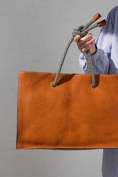 Sofie D'Hoore Val Bag - Natural Tumbled Grain Leather in Walnut on model view