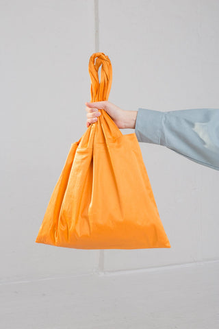 Baserange Dama Bag in Defoe Orange on model view