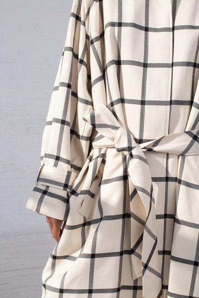 Rito Oversize Coat in White & Black cropped belt detail view
