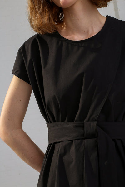 Nehera Bip Luxury Cotton Poplin in Black on model view sleeve detail