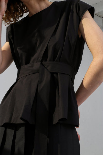 Nehera Bip Luxury Cotton Poplin in Black on model view front detail