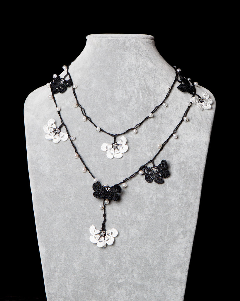 Pearl Lariat with Fan Motif - Black and White