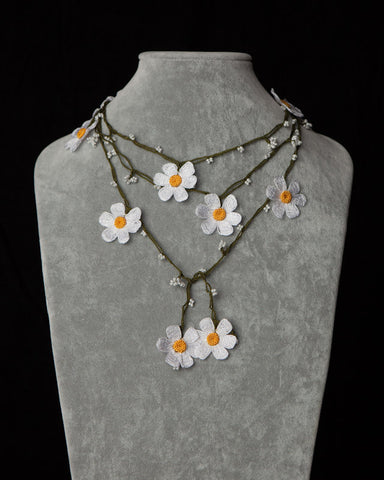 Lariat with Daisy Motif -  Yellow & White